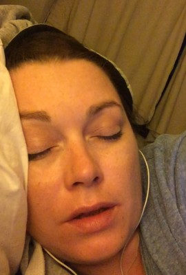 """Selfie i senga. Typisk situasjon hvor omsorg går først og vi venter med """"tenk positivt""""!"""