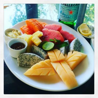 Lunsj! :-D Tropiske frukter smaker HELT annerledes i Thailand - SÅ friskt, godt og smakfullt.