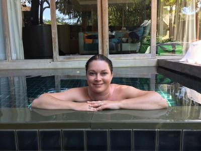 Såååå glad ble jeg av å ha vårt lille basseng. :-D